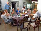 4821 - Reisgezelschap aan het ontbijt in tweede Nubian house - Karima